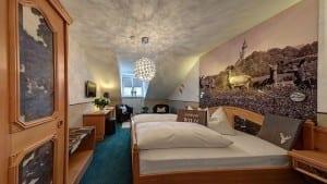 Die Wilde Suite im hotel zur Post in Andechs im Fünfseenland, Urlaub in Bayern