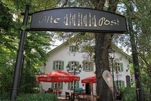 Alte Post zu Pähl Hausansicht und Wirtsgarten i Bayern Deutschland
