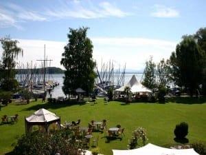 Seerestaurant Yachthotel Chiemsee mit wunderschöner Seeterrasse
