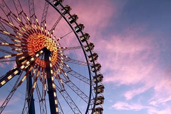 Das Oktoberfest in München - Riesenrad bei Sonnenuntergang