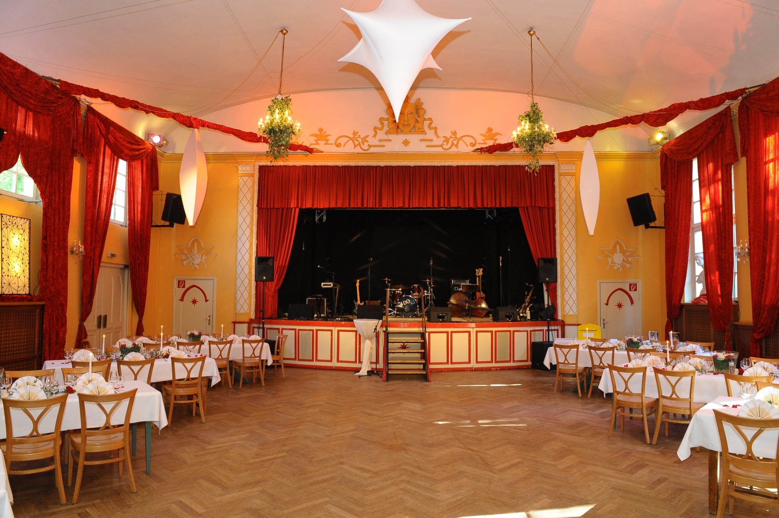 Veranstaltungsstätten am Ammersee, Starnberger See, Chiemsee und in München laden Sie zu einer kulturellen Veranstaltungsvielfalt ein - Bild Waldheim Eventlocation, München