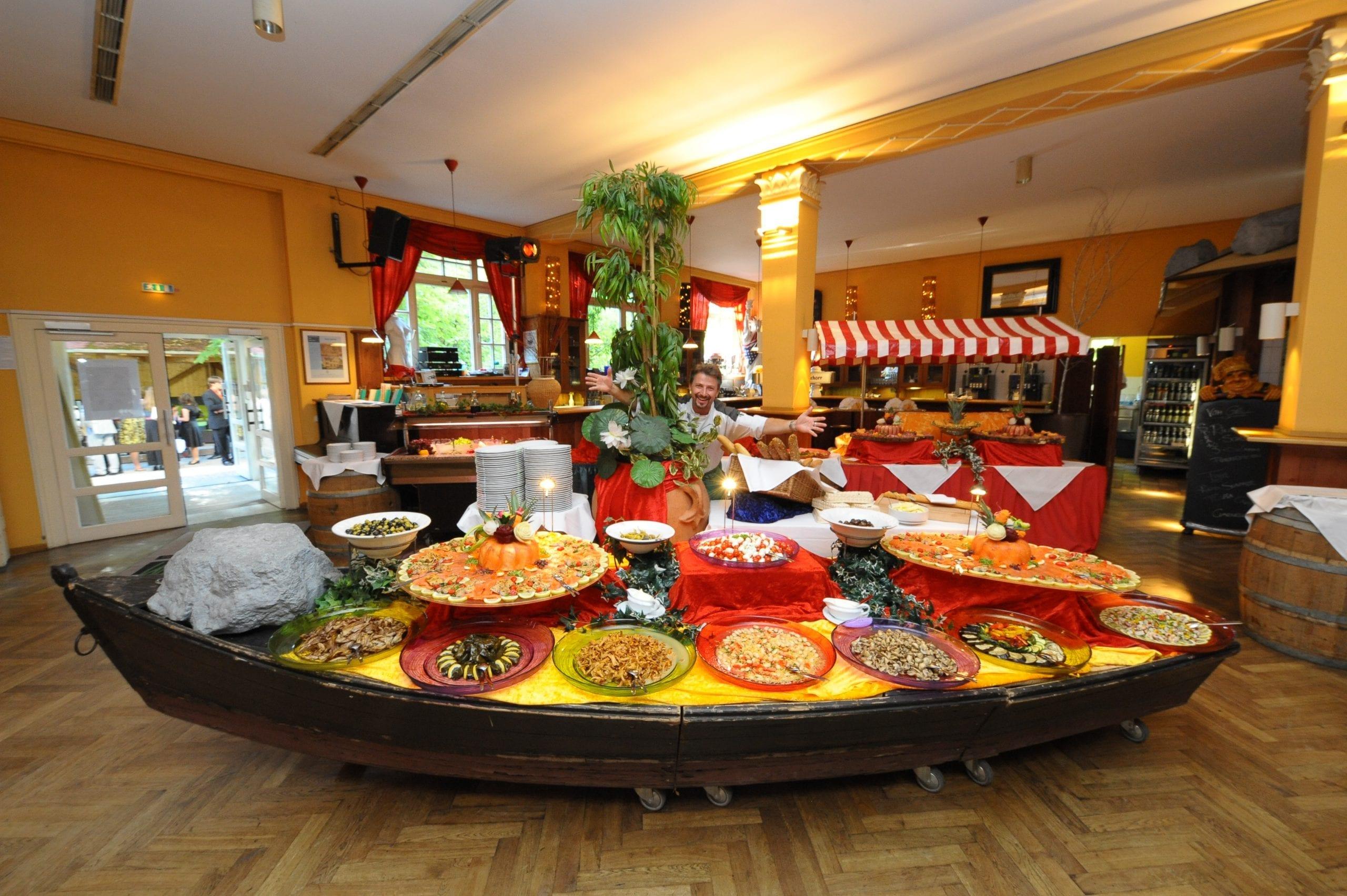 Kulturprogramm, Konzerte, kombiniert mit leckeren Speisekonzepten - das Waldheim in München