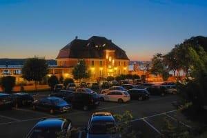 Hotel Schloss Berg am Starnberger See in Abendstimmung