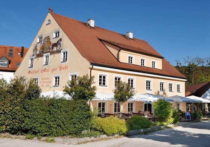 Aussenansicht Restaurant Biergarten Hotel Die Post in Herrsching am Ammersee Fünfseenland