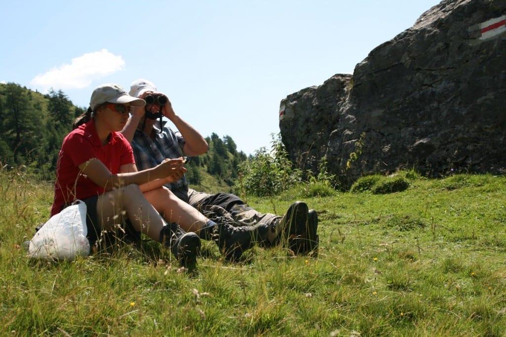 über Ftan Pitschen Blick auf das Schloss Tarsap nach Scuol.