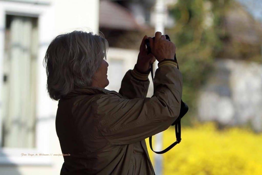 Frau borchard beim fotografieren Ihres Ehrengastes