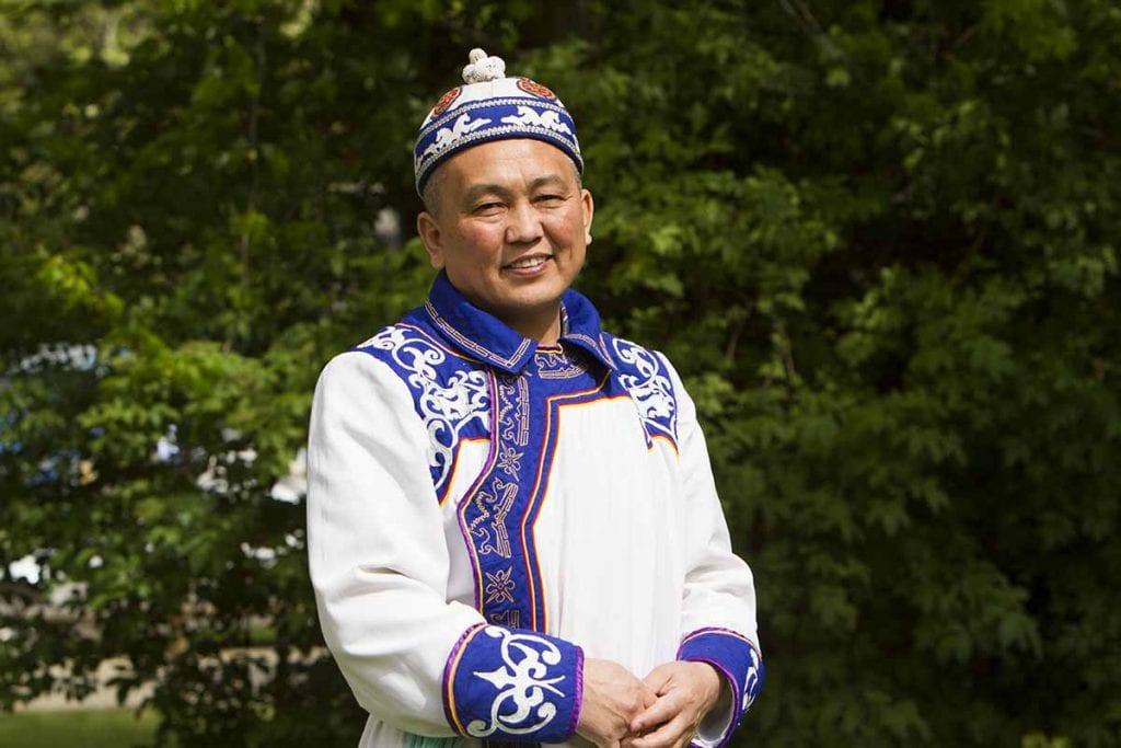 Schamane ist Akai Kine der Hüter des Wissens, der alten Rituale und der Erkenntnisse der Ahnen des Altai.